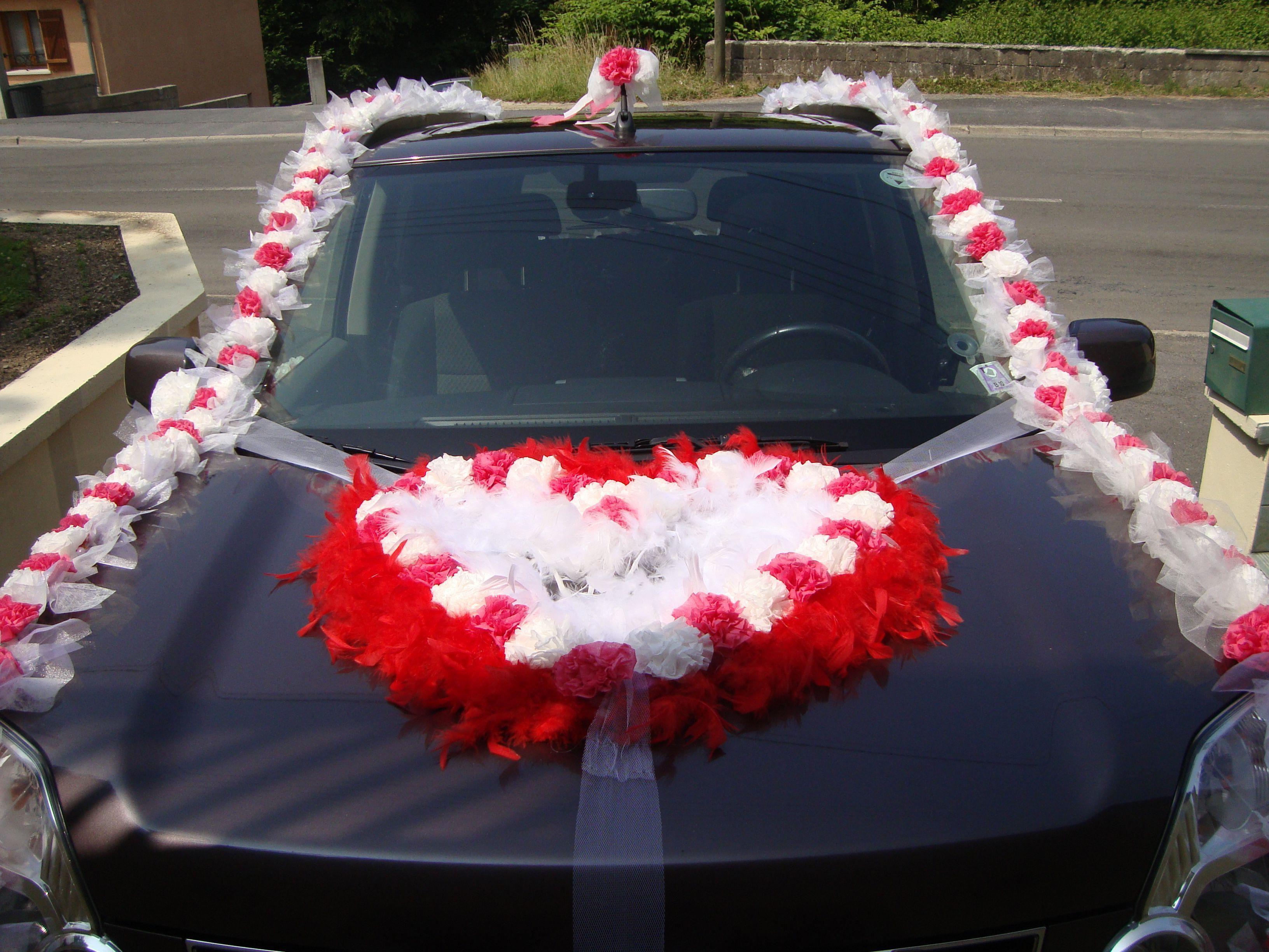 decoration voiture mariage papier crepon id es et d 39 inspiration sur le mariage. Black Bedroom Furniture Sets. Home Design Ideas